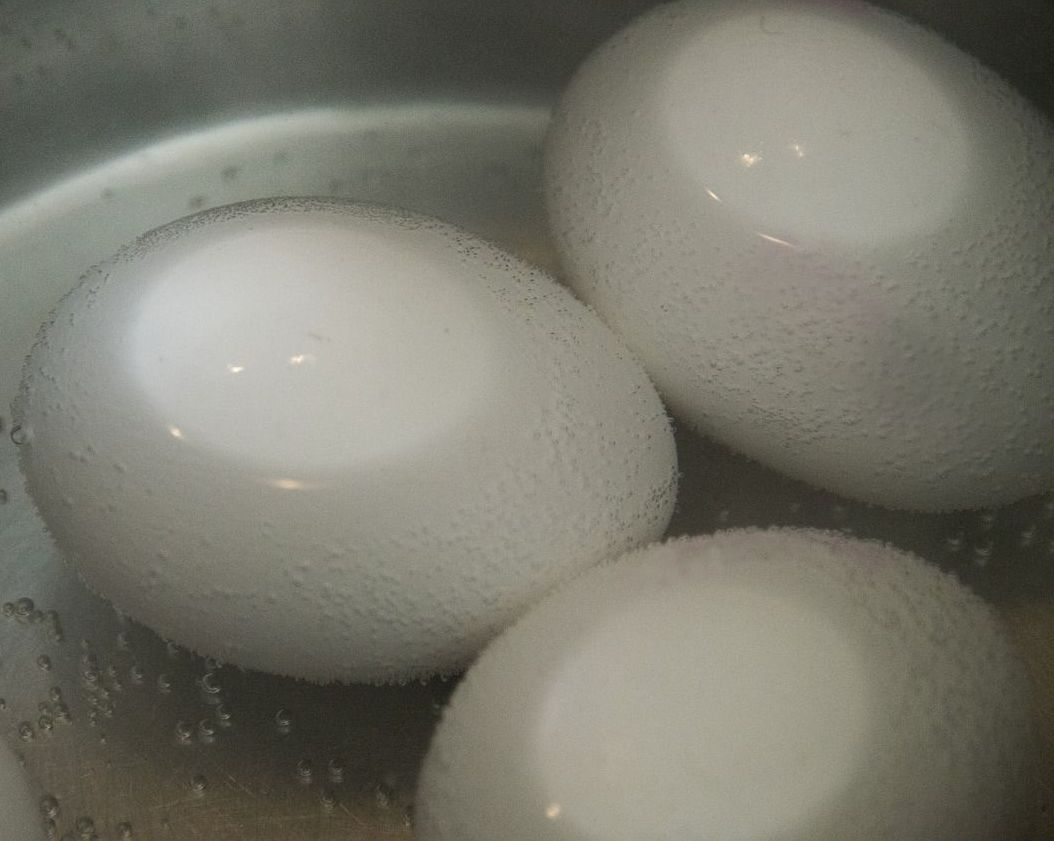 Boiled eggs sulfur smell